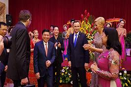 nhà hát ca múa nhạc dân tộc Bông Sen biểu diễn chào mừng Tổng Thống Ba Lan Andrzej Duda cùng phu nhân Agata Kornhauser Duda